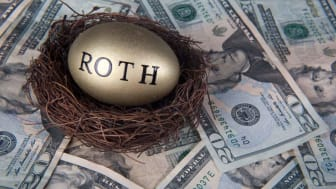 picture of gold egg in a nest with Roth written on it